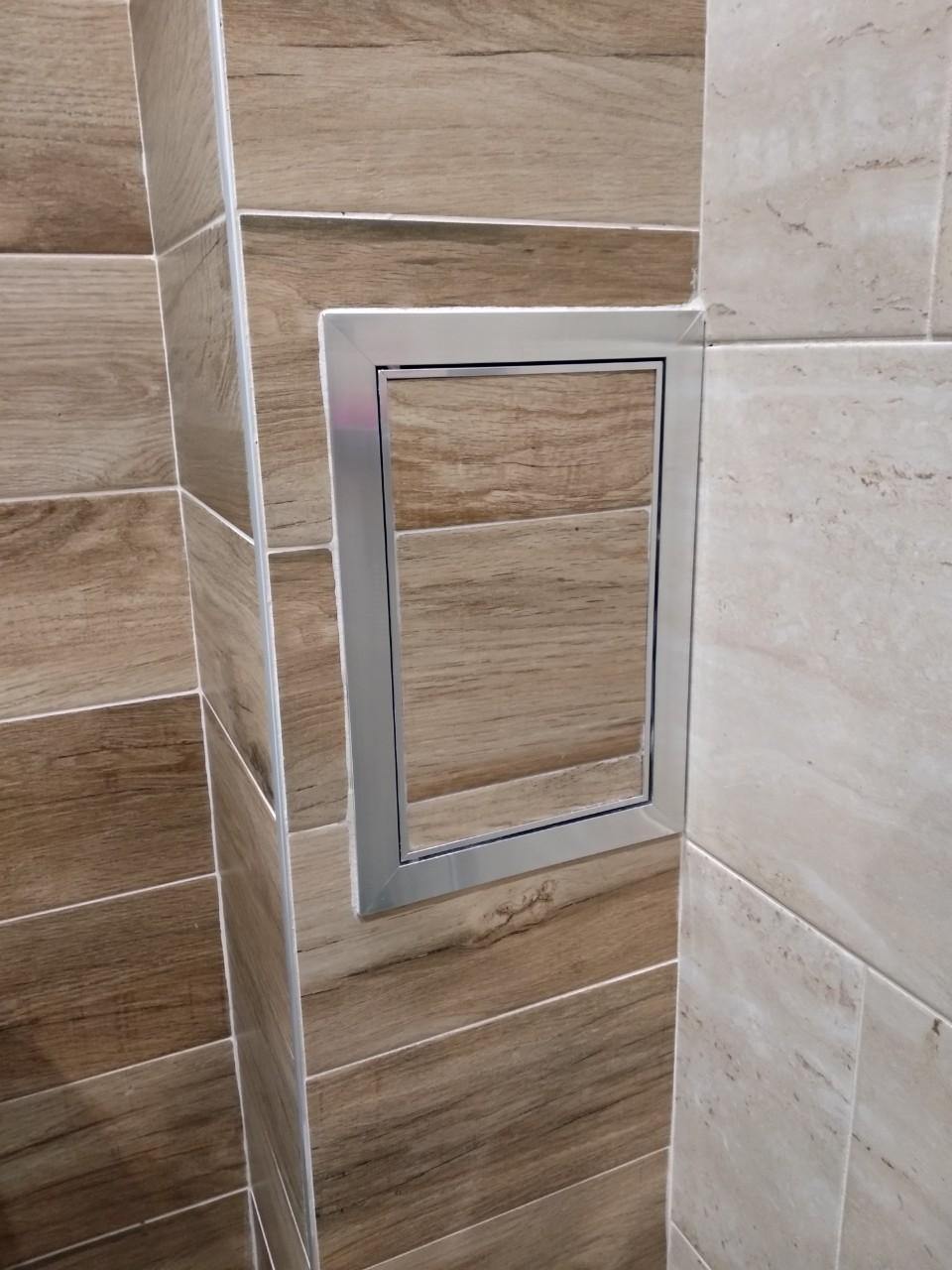 Ревизионна вратичка за баня